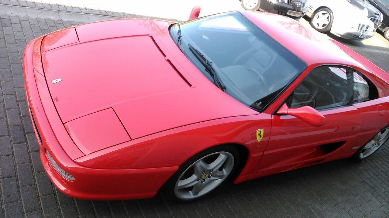 Ferrari poliert