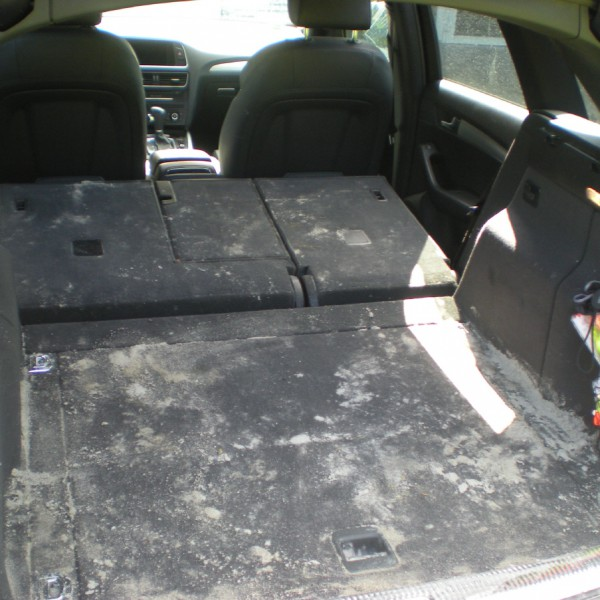 SUV Kofferraum schmutzig